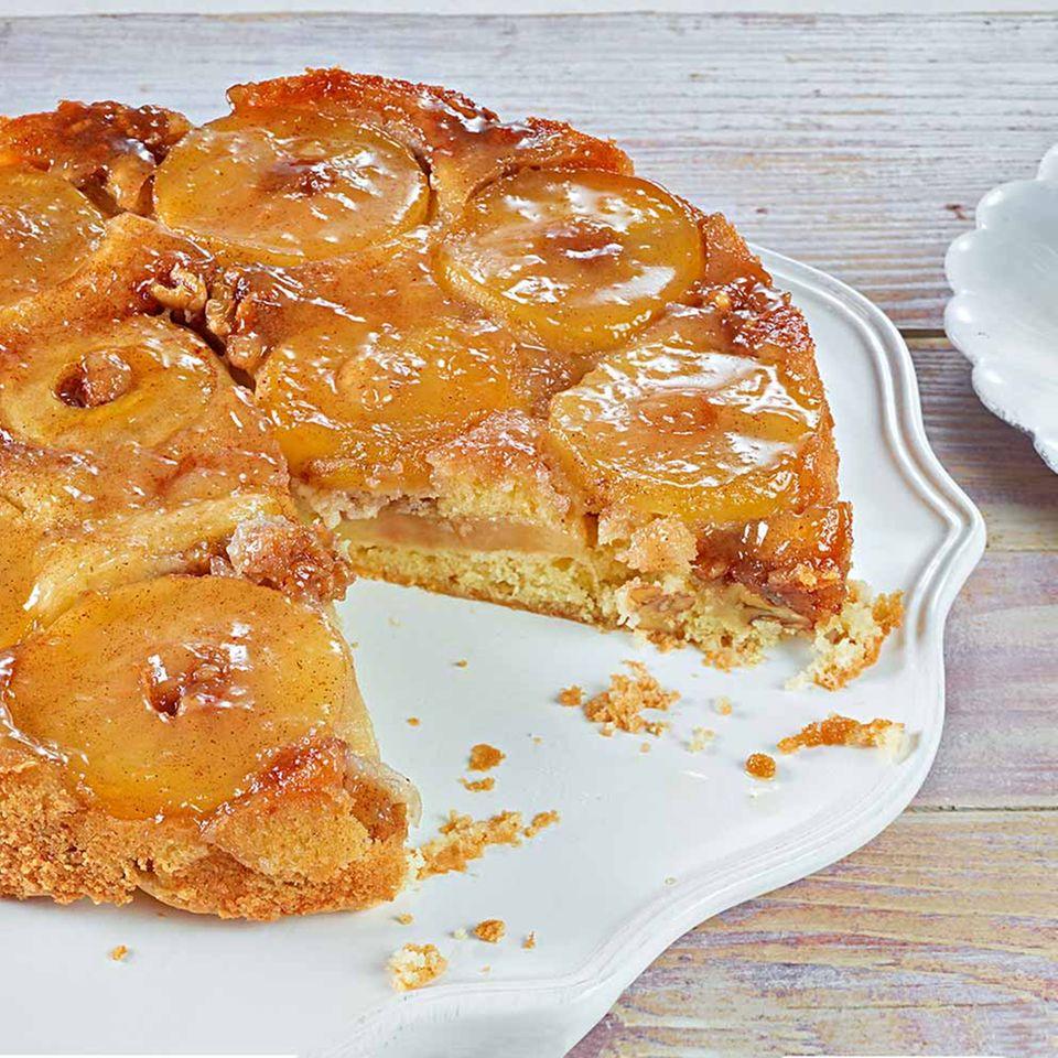 Apfel-Walnuss-Kuchen Uspide Down mit Schlagsahne