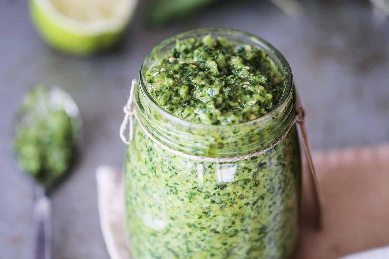 Hausgemachtes grünes Pesto