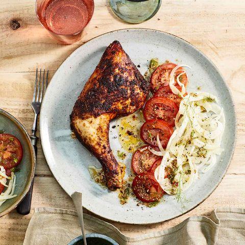 Hähnchenkeulen mit Tomaten-Fenchel-Salat