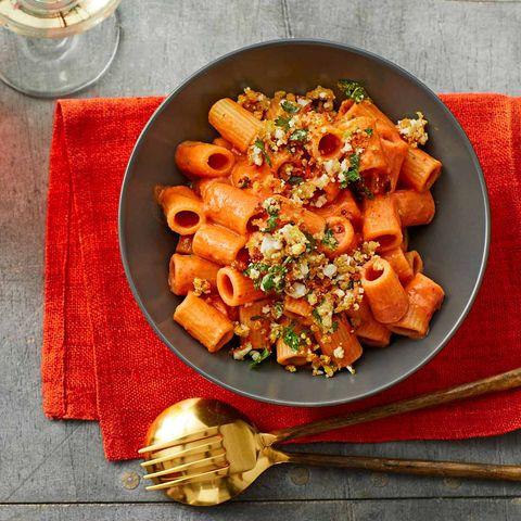 Gazpacho-Nudeln mit Ei-Bröseln für Thermomix ®