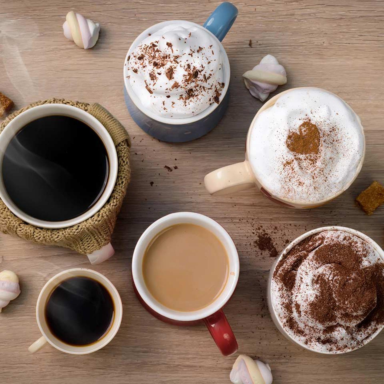 Auswahl an Kaffee in verschiedenen Tassen