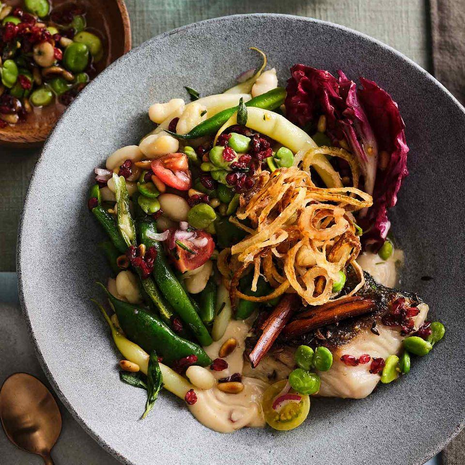 Bohnensalat mit Tahin-Dresssing und Seelachsfilet