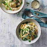 Pasta mir Wirsing, Haselnüssen und Parmesan-Thymian-Sauce