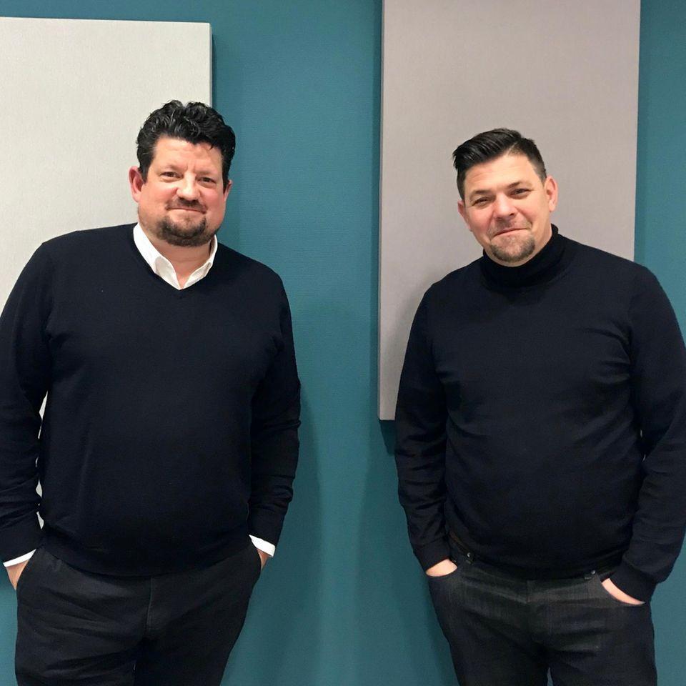 """Tim Mälzer und Jan Spielhagen im Podcast """"Quatschen mit Sauce"""""""