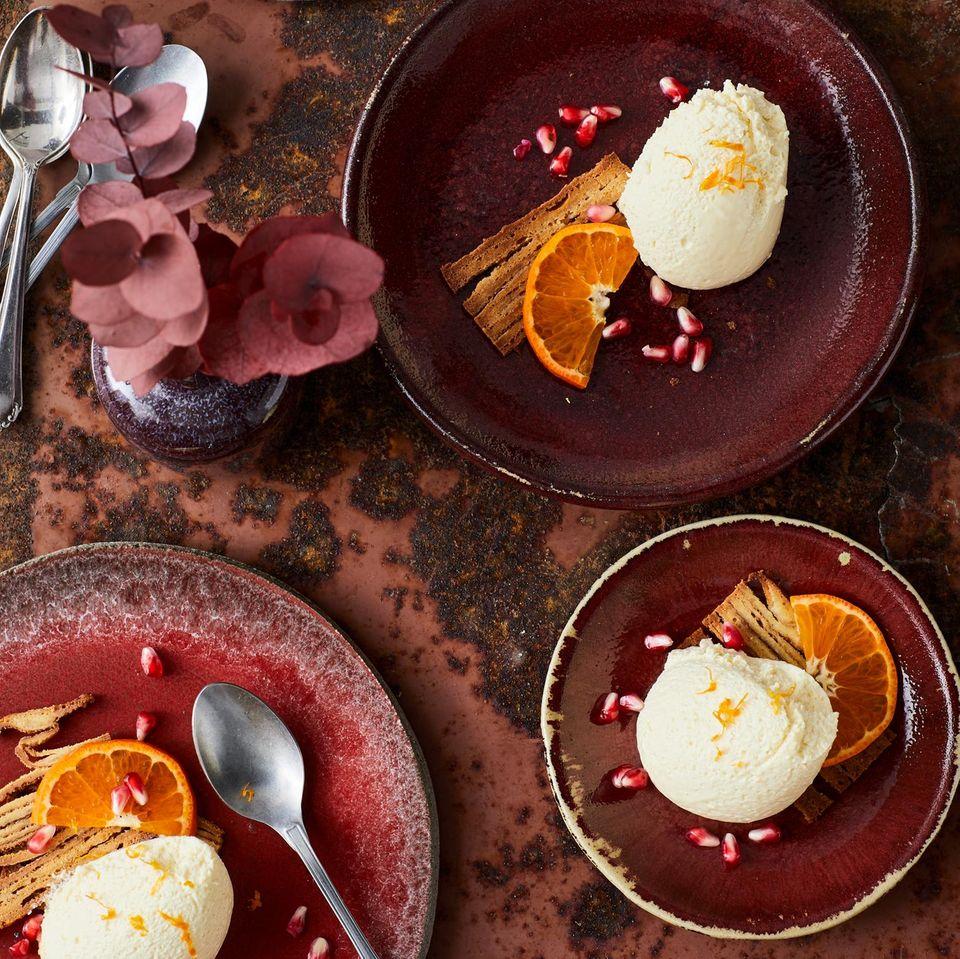 Mandarinen-Mousse mit Baumkuchen-Croûtons