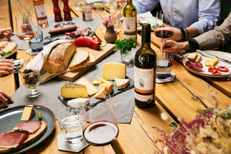Gewinnspiel: Die Winterzeit genießen: MYTHIQUE verlost zehn Weinpakete für die Festtage!