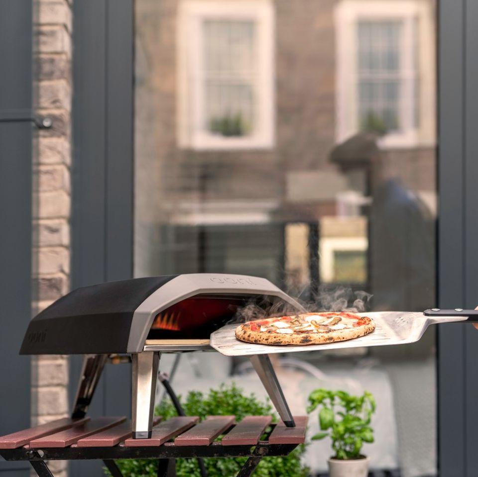Gewinnspiel: Neapolitanische Pizza im eigenen Garten backen im Ooni Koda 12 Gas-Pizzaofen
