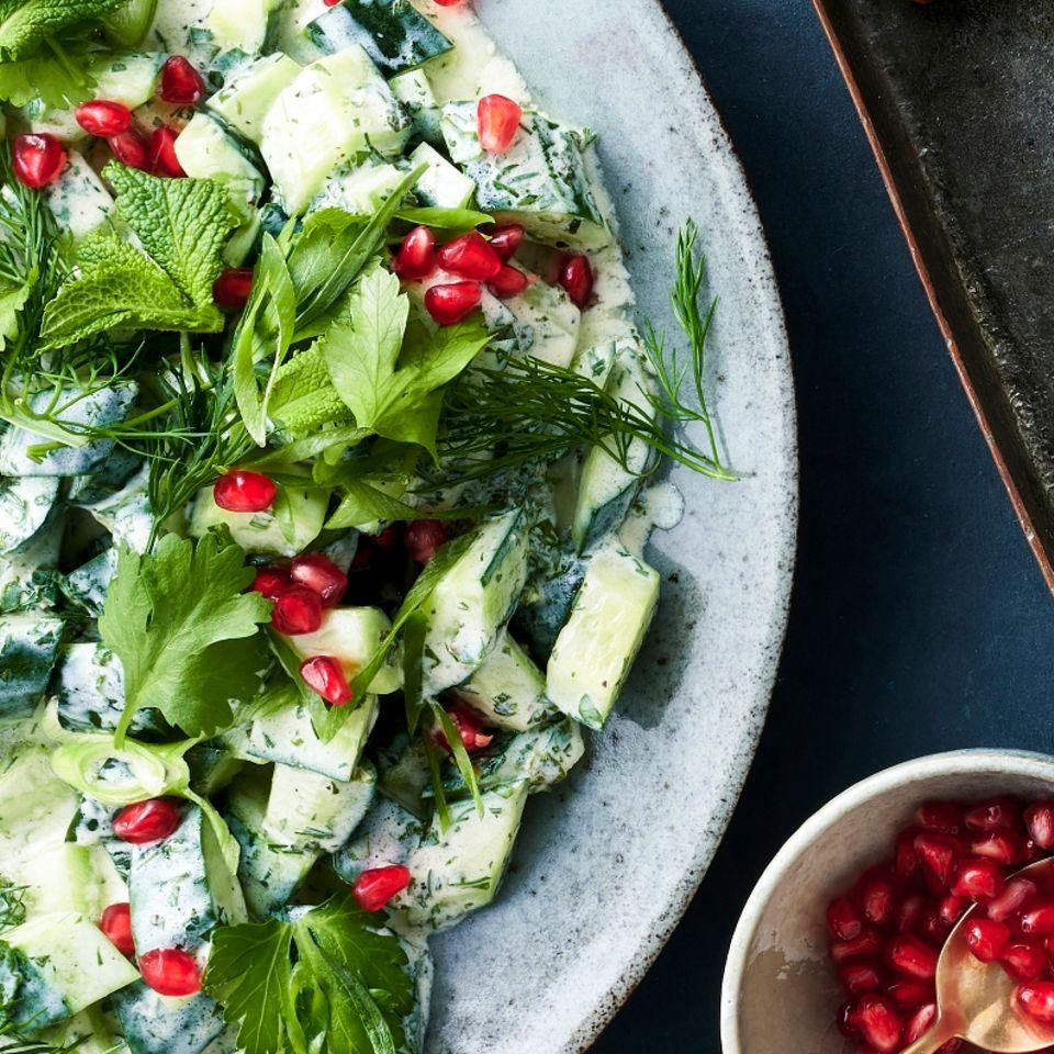 Gurkensalat mit Granatapfelkernen