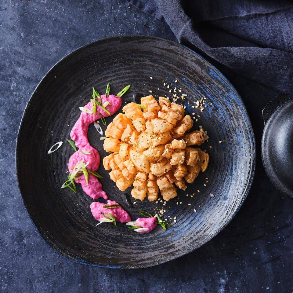 Blooming Onion mit Rote-Bete-Dip