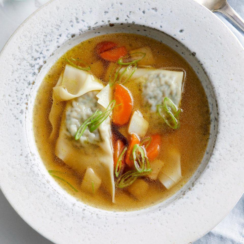 Gemüse-Algen-Bouillon mit Wan Tan