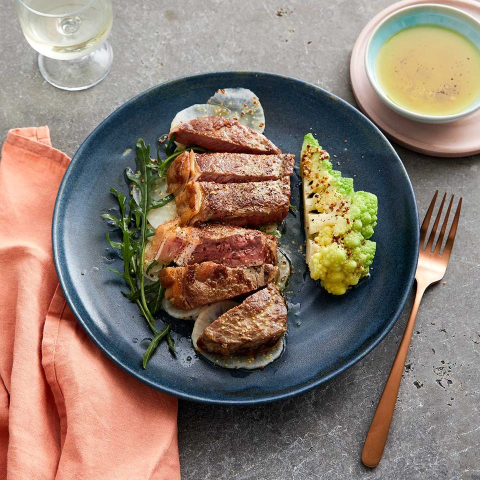 Rumpsteak mit Romanesco und Rettich-Rauke-Salat
