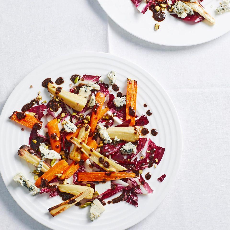 Radicchio-Salat mit ofengerösteten Möhren und Pastinaken