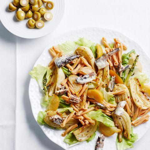Endivien-Pasta-Salat mit Fenchel und Ölsardinen