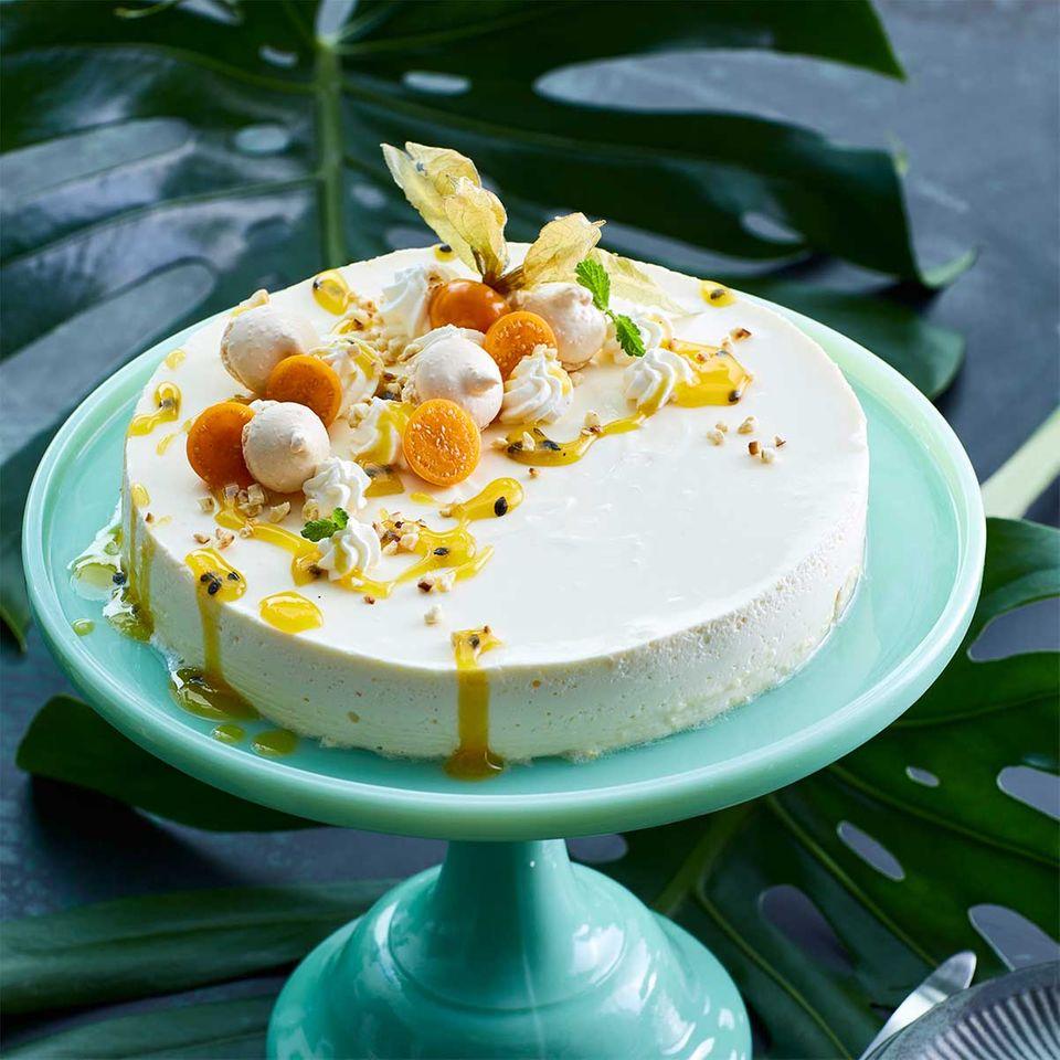 Passionsfrucht-Frischkäse-Torte mit Makronen