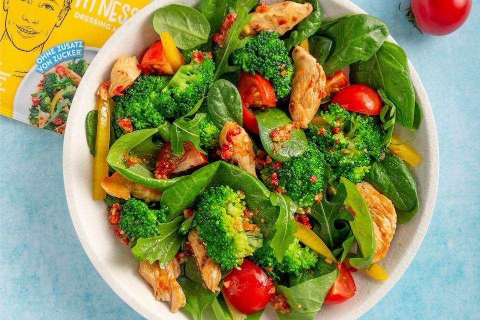 Just Spices Fitness Dressing Spinatsalat mit Hähnchen und Broccoli