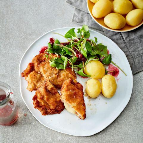 Cordonbleu vom Schwein mit Salzkartoffeln und Portulak