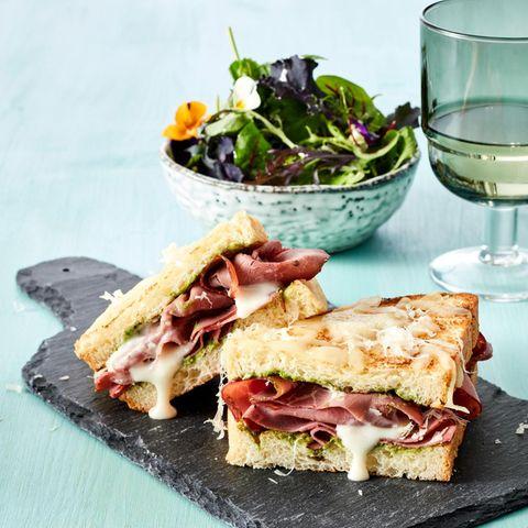 """Pastrami-Sandwich """"Croque Monsieur Style"""""""