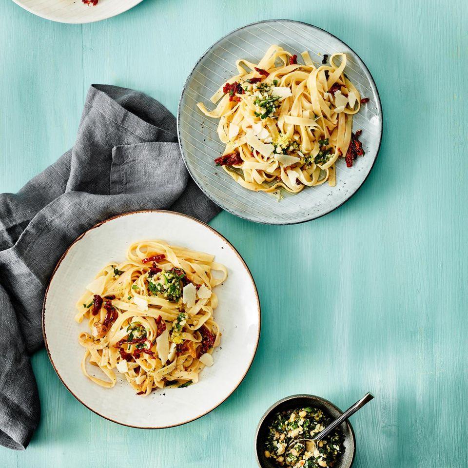 Tagliatelle aglio e olio mit Gremolata
