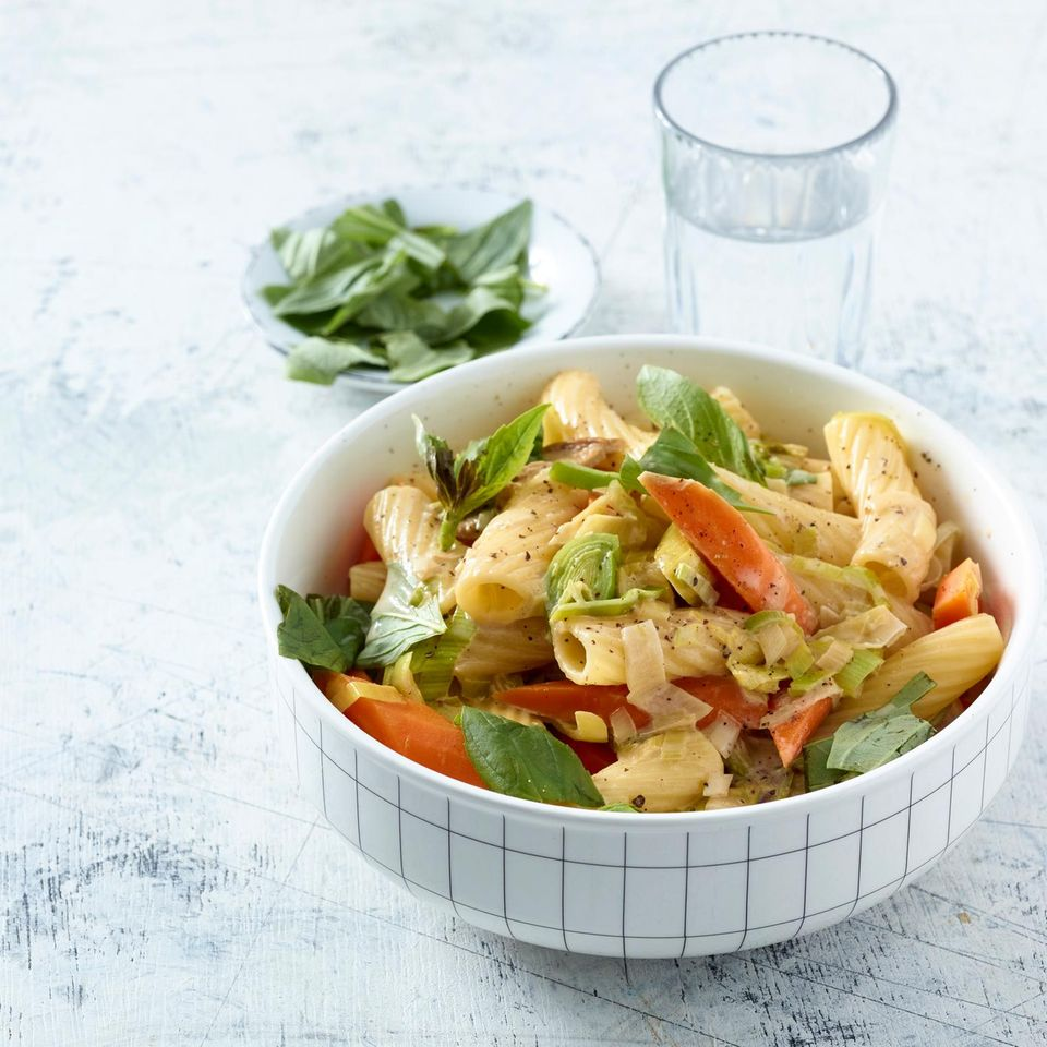 Tortiglioni mit Gemüse-Steinpilz-Rahm