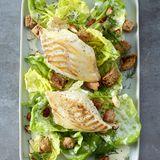 Kabeljau auf Blattsalat