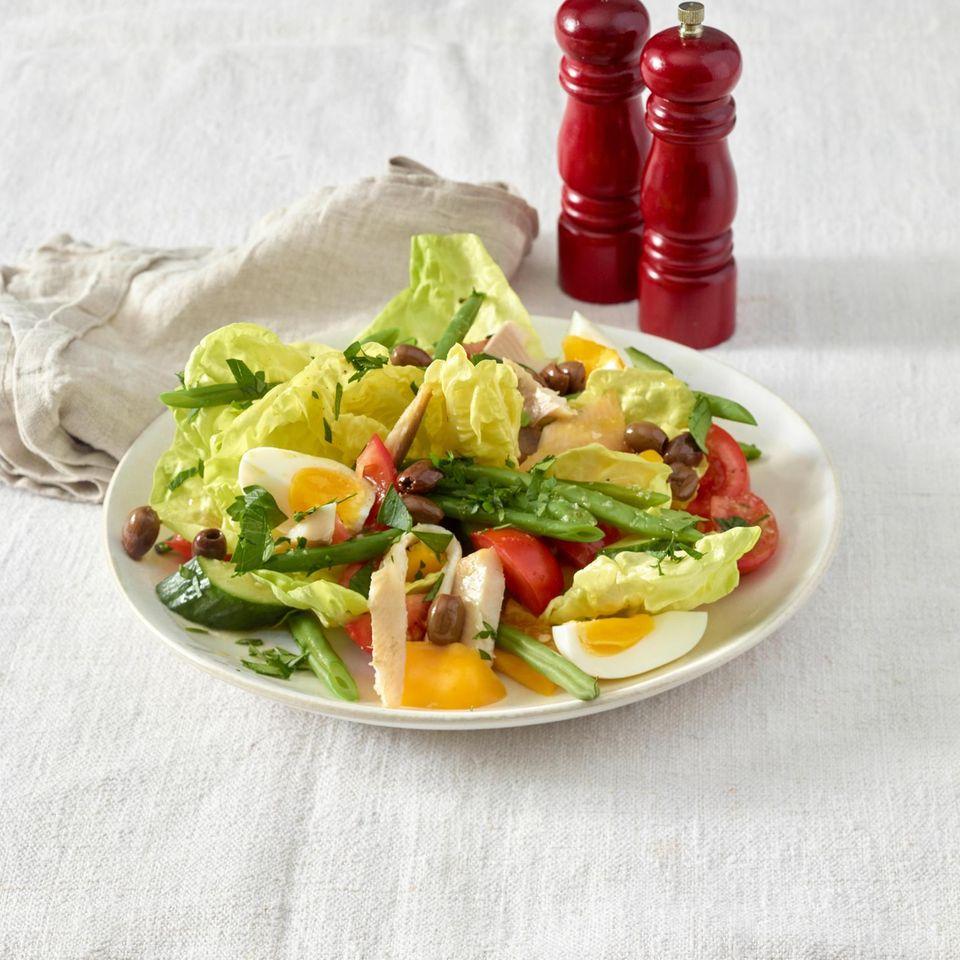 Salade niçoise mit Forelle