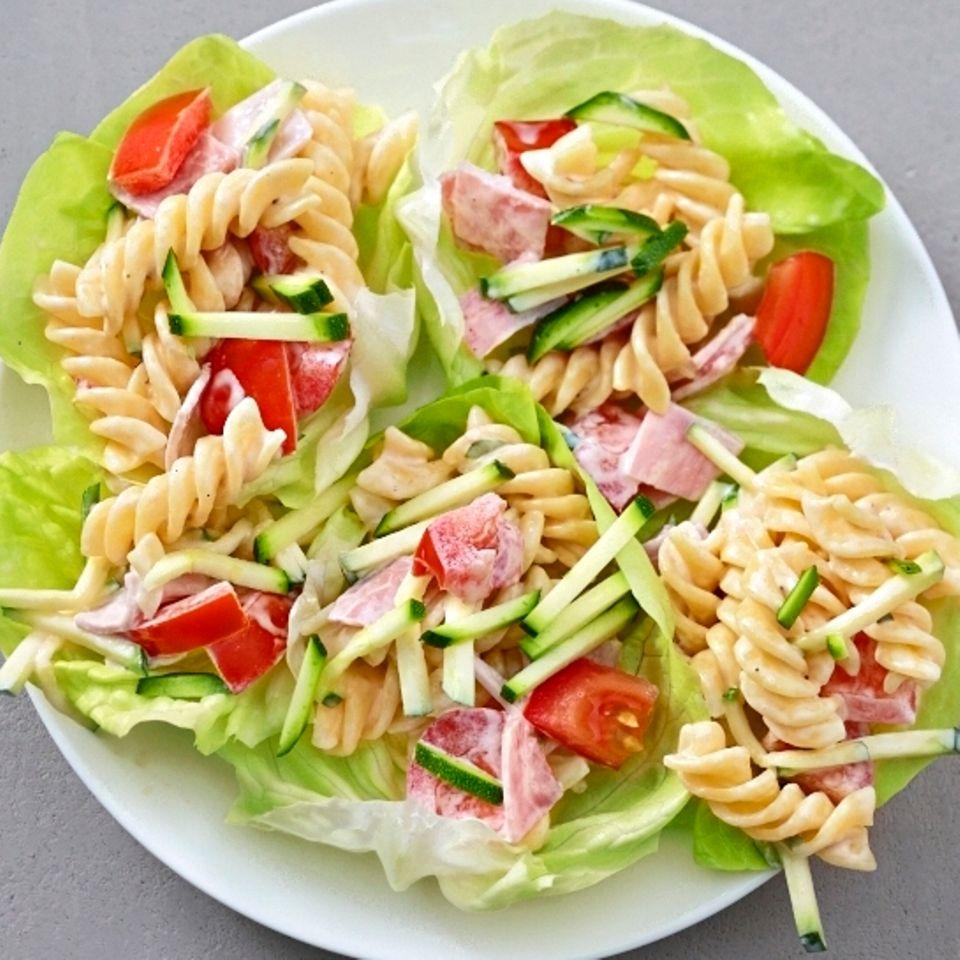 Nudelsalat auf Salat