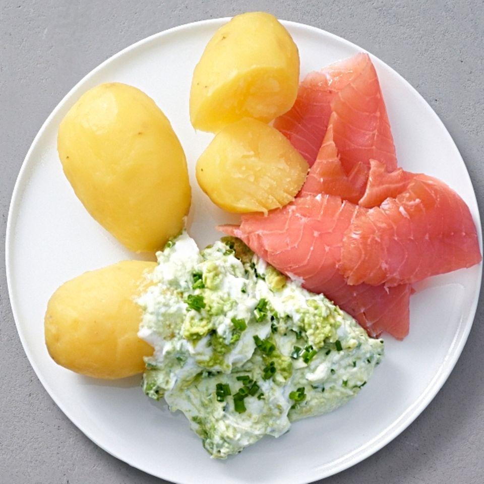 Pellkartoffeln mit Avocado-Quark