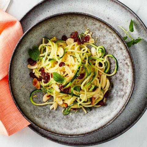 Spaghetti mit Zucchini und Mandeln