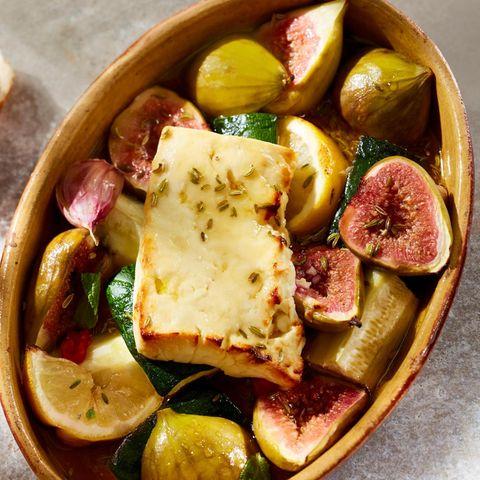 Feta-Käse mit Feigen und Zucchini aus dem Ofen