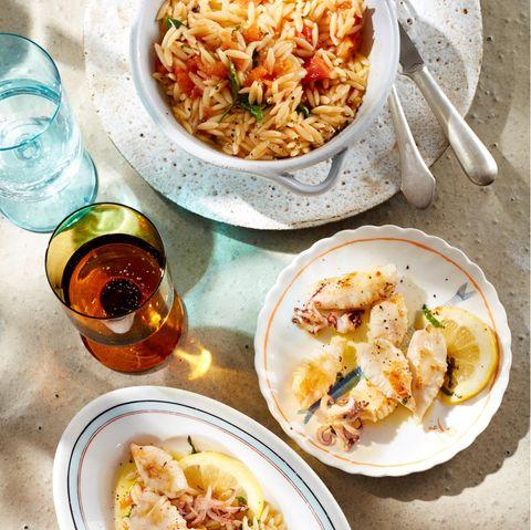 Kritharaki in Tomaten-Weißwein-Sauce mit Calamaretti