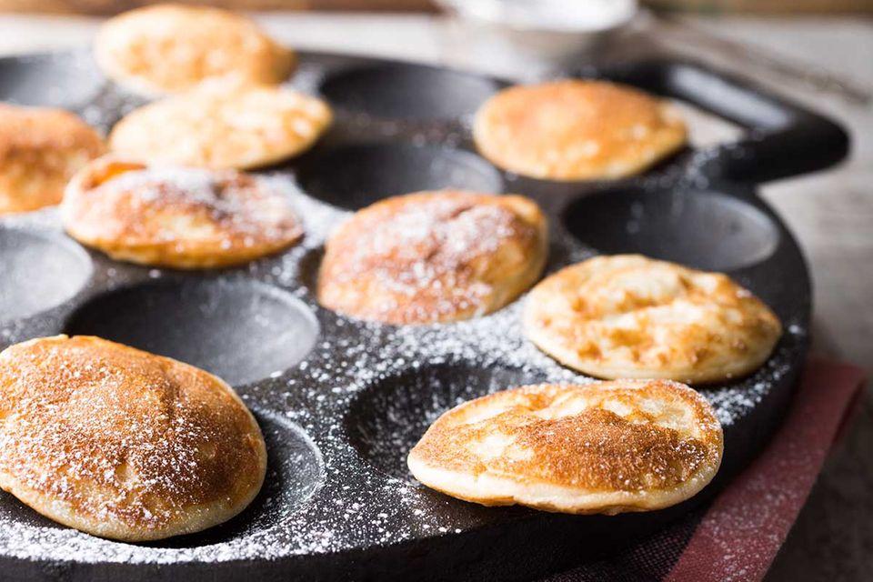Poffertjes-Pfannen für zu Hause sind deutlich kleiner als die Profi-Eisen aus der Gastronomie.