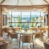 Das Izumi im Hotel Four Seasons befindet sich auf der Dachterrasse des Hotels. Genießen Sie mit wunderschönem Ausblick die sogenannte Nikkei-Küche. Bei dieser Art des Kochens verbinden sich die landestypische Küchen Japans und Südamerikas. Hier können Sie die Aromen sorgfältig zusammengestellter Menüs entdecken.    Izumi (Four Seasons Hotel)  Quai des Bergues 33  1201 Genf  Website  Instagram