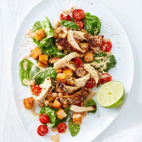 Spinatsalat mit Pulled Chicken und Sesam-Dressing