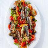 Paprika-Tomaten-Salat mit gebratenen Sardinen