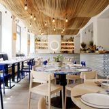Sowohl das Ambiente als auch die Küche lassen Sie für einen Moment wie in Griechenland fühlen. Genießen Sie im Lokal die griechische Sonne mit traditionellen Gerichten, die auf moderne und raffinierte Weise serviert werden.    Khora  Avenue Pictet-de-Rochemont 8  1207 Genf  Website  Instagram