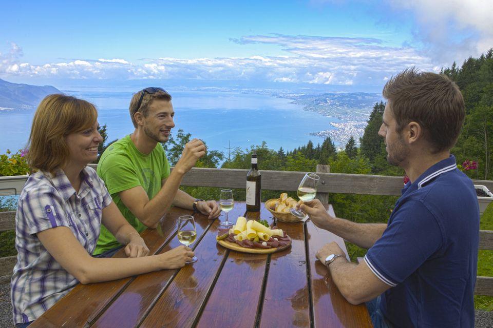 Im Restaurant Auberge de Sonchaux mit Blick auf den Genfer See