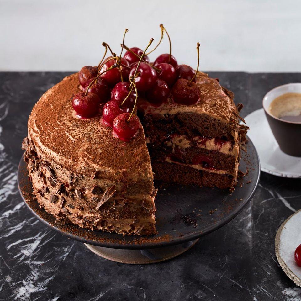 Schokoladen-Kirsch-Torte mit Mohn