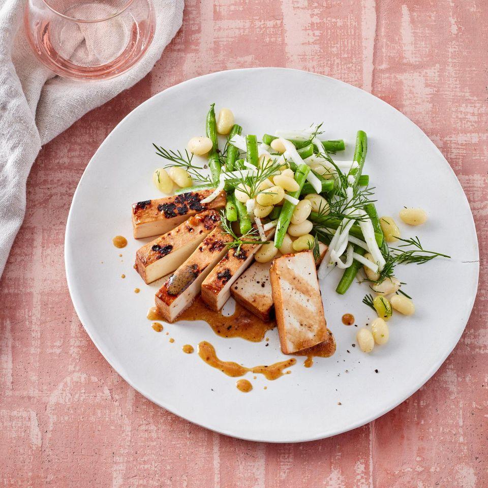 Bohnensalat mit Rettich, Dill und geräuchertem Tofu