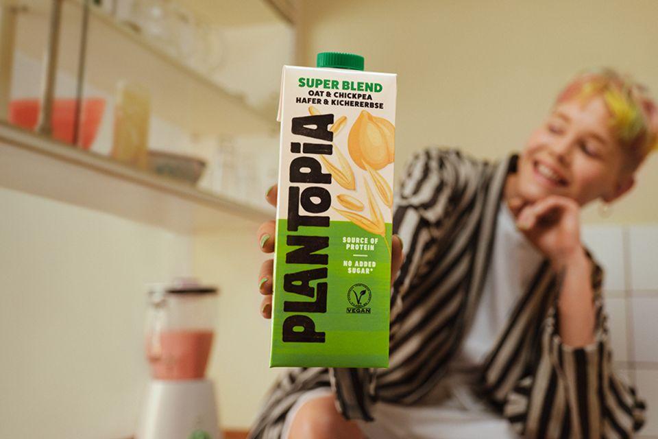 """Plantopias """"Blend"""" vereint Hafer und Kichererbse zu einem Milchersatz"""