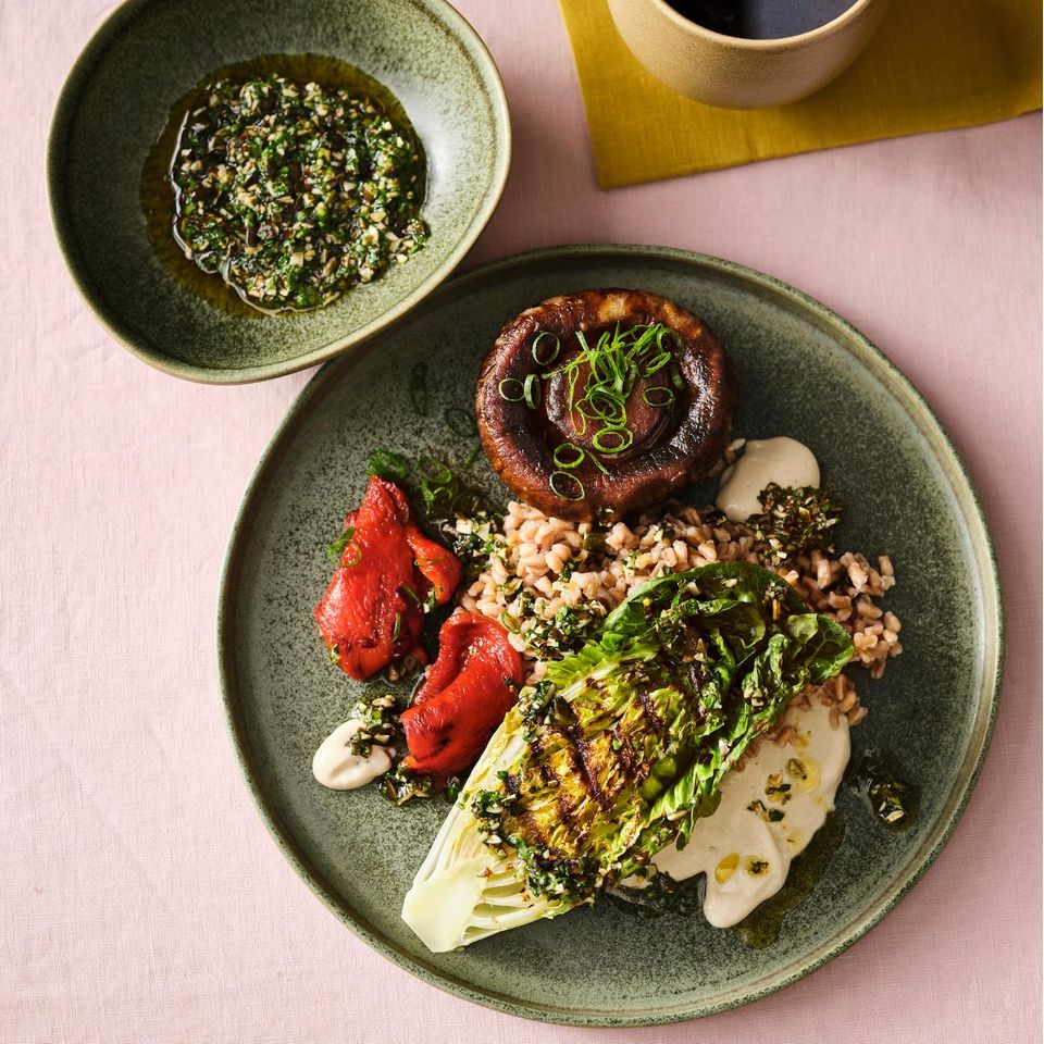 Portobello-Pilze mit Dinkel und Tofu-Dressing