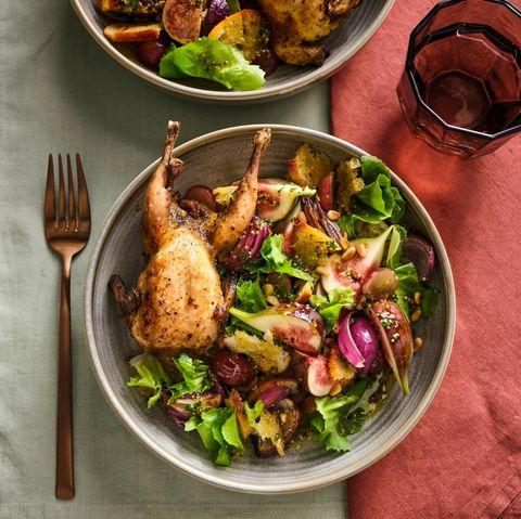 Feigen-Trauben-Salat mit gebratenen Wachteln