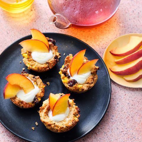 Müsli-Muffin mit Joghurt und Nektarine