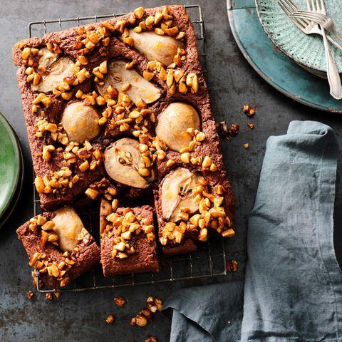 Birnen-Schoko-Kuchen mit Karamell-Mandeln